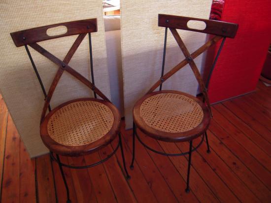 chaises rondes en métal, cannées